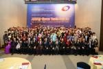 한국청소년단체협의회가 주최하는 한국과 ASEAN 청소년들 교류의 장인 제19회 한-ASEAN 미래지향적 청소년 교류 행사를 11일부터 17일까지 서울과 강원도 일원에서 했다. 사진은 11일 서울 강서구 국제청소년센터 국제회의장에서 한-아세안 청소년 참가자 100여명이 개회식에 참여하여 기념촬영을 하고 있다(아랫줄 좌측으로부터 8번째 서상기 회장)