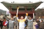 2018 평창 동계올림픽 성화가 광주 도심을 누비며 평창 동계올림픽 붐 조성과 성공 개최를 기원했다