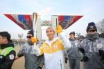 2018 평창 동계올림픽 성화가 14일 올림픽공원을 비롯해 올림픽주경기장을 찾아 과거 서울의 영광을 재현했다