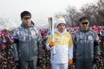 2018 평창 동계올림픽 성화가 15일 서울의 주요 명소 등을 달리며 번화한 서울의 모습을 소개했다