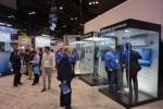 미국 AHR엑스포 내 삼성전자 무풍 체험존에서 관람객들이 설명을 듣고 있다