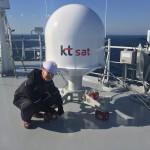 KT SAT이 26일 현대중공업 신규 건조 FSRU 시운전선박을 대상으로 Portable-MVSAT 시범 서비스 제공에 성공했다