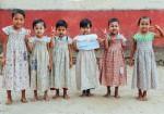 아모레퍼시픽이 진행한 원피스 만들기 캠페인 완성품이 더프라미스를 통해 미얀마 뚜청 마을 어린이들에게 전달되었다