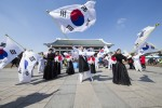 독립기념관이 3월 1일 제99주년 3·1절을 맞아 전 국민 참여형 문화 행사를 개최한다. 사진은 태극기 퍼포먼스