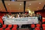 제3차 Asi@Connect 총회 참석자(23개국, 26개 기관 대표)들이 기념촬영을 하고 있다