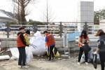 코리아텍 3개 학생자치단체 학생들이 쓰레기를 줍고 있다