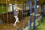 국립평창청소년수련원 실내 챌린지 타워에서 참가 청소년이 챌린지 활동을 체험하고 있다