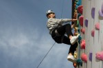 국립중앙청소년수련원 학교 단체 수련 활동에 참가한 제천고등학교 청소년이 인공 암벽 체험 프로그램을 하고 있다