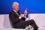 클린턴 전 대통령이 유럽마취학회가 공동주최한 제6차 세계 환자안전 과학기술 서밋 둘째 날 조 키아니와 함께 한 질의응답 시간에세 질문에 답변하고 있다
