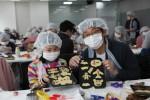 사랑의 쿠키 만들기 나눔에 참여한 참가자들
