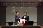김용석 넥스지 대표(좌측)와 김성진 K&K 대표가 협약 체결 후 악수를 나누고 있다