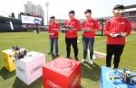 KT는 수원 KT 위즈파크에서 세계최초로 LTE 모듈이 탑재된 레이싱 드론을 시연하고 'KT 5G 드론레이싱 리그' 대회를 개최했다.