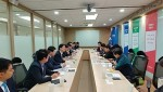 청라총연이 인천항만공사에 항의 방문하여 남봉현 사장에게 공동성명문을 전달했다