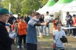 야구체험관에서 한 어린이가 스피드킹에 도전하고 있다