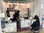 휴먼아이티솔루션이 가상현실 인지재활시스템 티온 전시 및 시연을 진행하고 있다