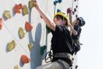 국립중앙청소년수련원 도서벽지 중학생 초청 진로캠프 참가 청소년들이 인공암벽프로그램을 하고 있다