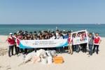 바다의 날 맞아 해안 쓰레기 수거하는 롯데월드 아쿠아리움 임직원들
