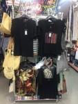 이마트 삐에로쇼핑에 진열된 이태리 브랜드 티셔츠