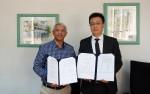 모리셔스 국영기업 State Informatics Ltd의 최고 경영자 Mr Kemraz Mohee(좌)와 로커스체인 파운데이션의 이상윤 대표이사