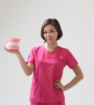 Dr. Yumi Jung of Magic Kiss dental clinic is smiling with dental model
