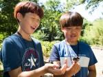 국립중앙청소년수련원 여름방학 생생한 생태체험 특성화캠프 참가 청소년이 장수풍뎅이 잡고 즐거워하고 있다