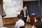 맥신코리아 한승범 대표가 소셜미디어 환경과 위기관리 커뮤니케이션을 주제로 강연하고 있다