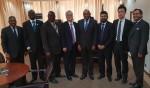 로커스체인 파운데이션의 이상윤 대표이사(오른쪽에서 2번째), 콩고민주공화국 재무부 장관 Henri Yav Mulang(오른쪽에서 4번째)이 기념촬영을 하고 있다