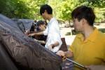 국립중앙청소년수련원 학교 밖 청소년  숲 치유캠프 참가 청소년들이 야영장에서 텐트를 설치하고 있다