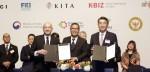 한-인도네시아 산업협력 포럼 IRT의 삽토 아지 누그로호(Sapto Aji Nugroho) CEO(가운데), 피터 위자야(Peter Wijaya) 이사(왼쪽), 두산중공업 윤석원 EPC BG장