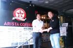 셀푸드 김기동 대표(좌측)와 아리스타 커피 박혁천 대표가 업무협약 체결 후 기념촬영을 하고 있다