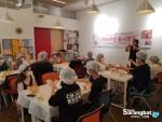 친친 프로젝트 대상 장학생들이 9월 행사로 해피쿠킹 봉사에 참여하고 있다
