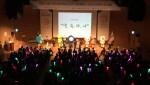 서울시인터넷중독예방상담센터 소속 봉사자 청소년들이 6개 센터의 마스코트들과 함께 스마트폰을 건강하게 사용하기 위한 다짐을 외치고 있다