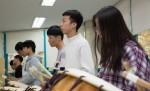국립중앙청소년수련원 북한이탈청소년 모둠북프로그램 참가 청소년들이 프로그램을 체험하고 있다