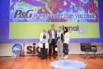 2018년 CEO 챌린지 수장자 리나 후세인, 말락 무슬리 그리고 라완 바이크가 P&G CEO 데이비드 테일러를 면담하고 회사의 연례 시그널 액셀러레이터 서밋에 참석했다