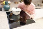 LG전자가 미라듀어 글라스를 적용한 프리미엄 인덕션 전기레인지 신제품 2종을 출시한다
