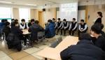 국립중앙청소년수련원 특성화고등학교 진로 취업캠프 참가 청소년이 모의면접프로그램을 하고 있다