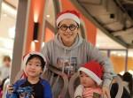 메이크업아티스트 정샘물과 정샘물뷰티 임직원들이 대한사회복지회 한부모 가정 총 42명을 위해 크리스마스 선물을 전달하고 파티를 진행했다