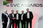 앤디 월스키와 그레이엄 우즈가 리처드 메린으로부터 SVC 상을 수상했다