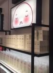 홍콩 드럭스토어 잉잉 1호점에 진열된 히엘케이 제품