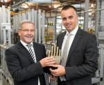 왼쪽부터 게라드 바우스와 그의 뒤를 잇는 manus 어워드의 새로운 심사 위원 토비아스 보겔, 출처 igus GmbH