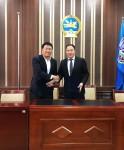 사진 왼쪽부터 테라 신현성 대표와 라드나바자르 초이진삼부 날라흐구 의회장이 모바일 결제 인프라 구축 사업 협력에 대한 업무협약 체결 협약식 후 기념촬영을 하고 있다