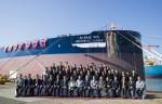 대우조선해양 옥포 조선소에서 개최된 현대상선 유니버셜 리더(Universal Leader)호 명명 취항식에서 참석자들이 기념촬영을 하고 있다