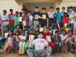 생명누리 청소년해외봉사단 인도 아이들에게 착한 루돌프 사슴 캠페인 전달