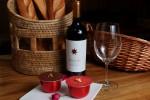 와인과 티라미수 케익