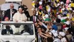프란치스코 교황이 아랍에미리트서 18만명의 신도가 운집한 가운데 역사적 미사를 집전했다
