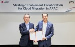 LG CNS와 AWS가 전략적 협력 계약 체결식 이후 기념 촬영을 하고 있다