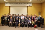 테인협력센터 윤혜주 대표(중앙) 및 22개국 25개 기관 대표가 기념촬영을 하고 있다