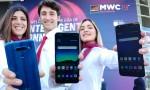 LG전자가 MWC 2019가 열리는 피라그란비아 전시장 입구에서 LG Q60, LG K50, LG K40(사진 왼쪽부터) 등 실속형 스마트폰 신제품 3종을 소개하고 있다