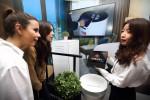 KT가 스페인 바르셀로나에서 열린 MWC 2019에서 5G AI 호텔 로봇을 공개했다