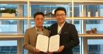 P2P자산관리 채정우 대표(왼쪽), 위드펀드 이종석 대표가 업무협약 체결 후 기념 촬영을 하고 있다